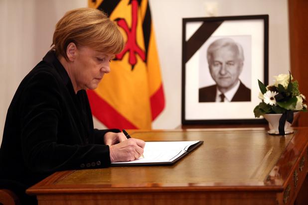 ангела меркел изказа съболезнованията си за смъртта на бившия германски президент рихард фон вайцзекер