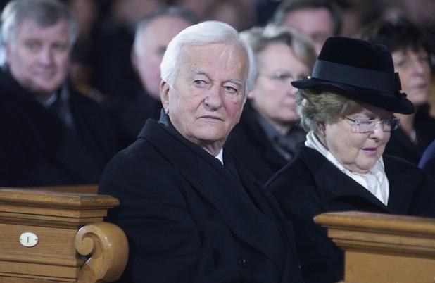 бившият германски президент рихард фон вайцзекер почина на 94-годишна възраст