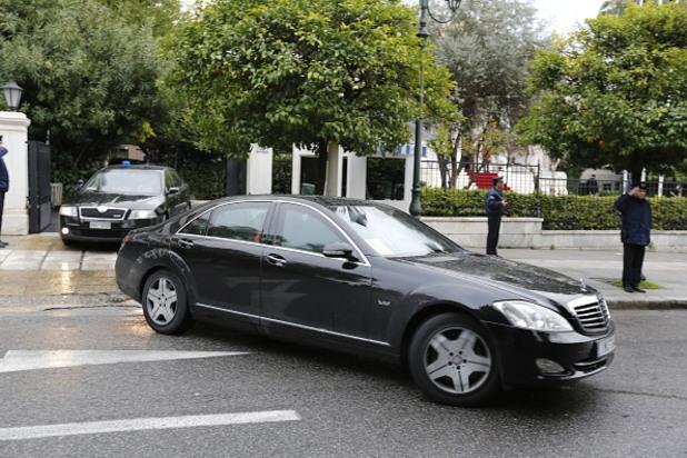 сириза ще разпродава колите на властта