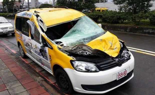 Таксито, ударно от полет GE235