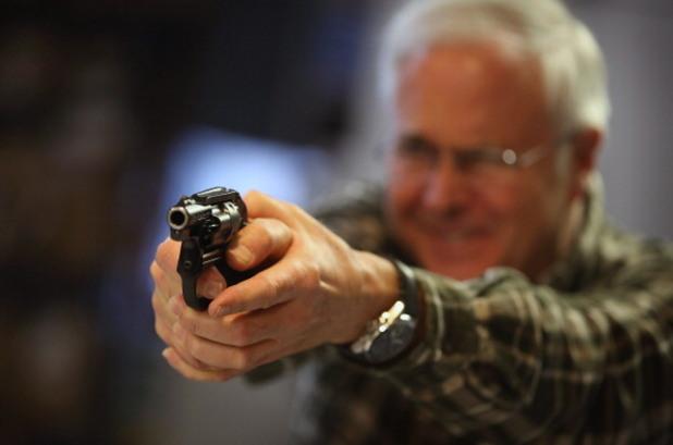 човек с пистолет