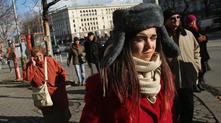 Намръщено момиче в центъра на София