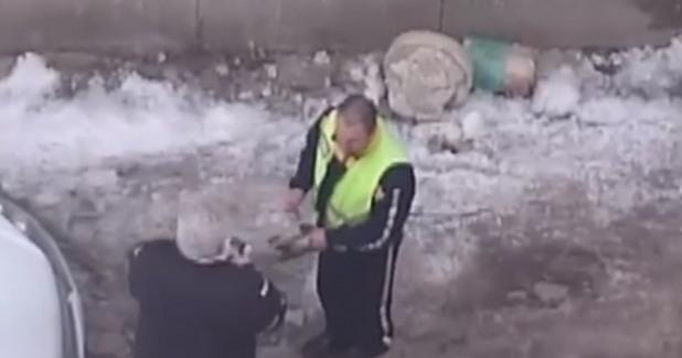 Полицай взема подкуп