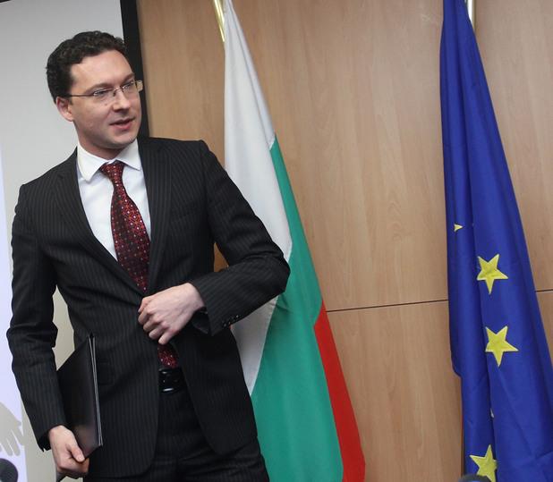 министърът на външните работи даниел митов