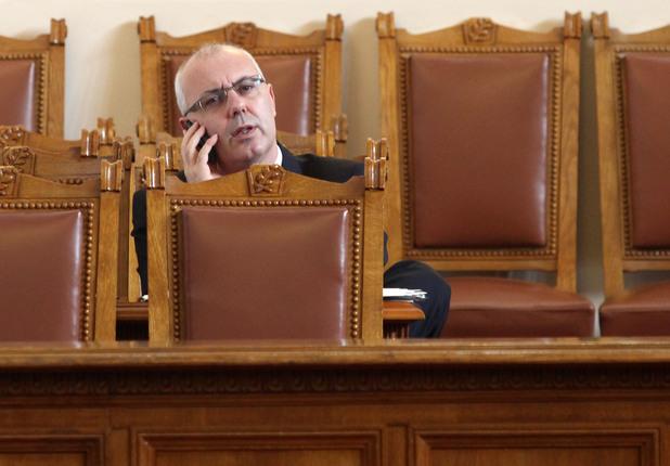 министърът на вътрешните работи веселин вучков