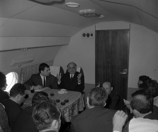 Тодор Живков на борда на правителствения Ил-18