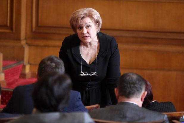 менда стоянова, председател на комисията по бюджет и финанси в 43 народно събрание
