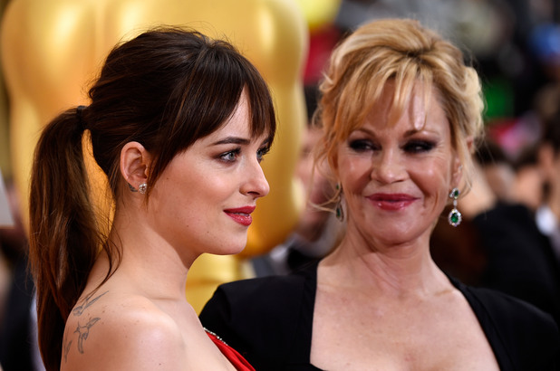 """Мелани Грифит заедно с дъщеря си Дакота Джонсън - звездата на Джонсън изгря в """"50 нюанса сиво"""""""
