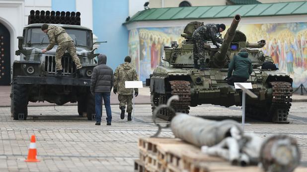 Проверка на военна техника в Украйна