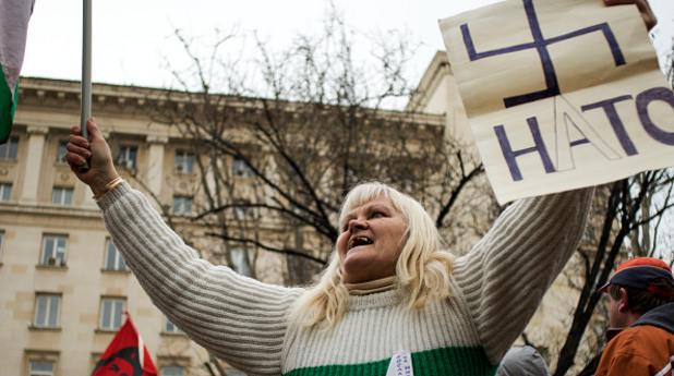 22.02.2015 - протест срещу НАТО пред президентството