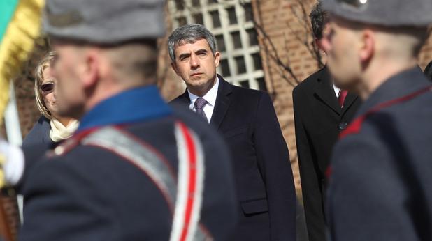 Президентът Росен Плевнелиев поднесе венец пред паметника на Незнания войн по повод трети март