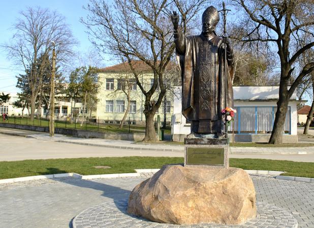 Белене, статуя на папа Йоан Павел II