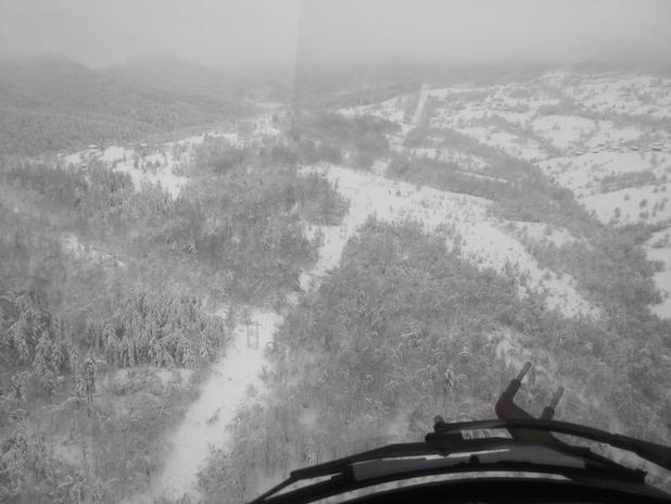Вертолет от ВВС извърши полет за разузнаване на щетите върху електропреносната мрежа в Родопите