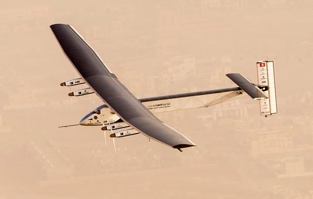 Solar Impulse 2 разполага с над 17 000 соларни панели с дебелина от 135 микрона, които захранват четири електрически мотора с възобновяема енергия