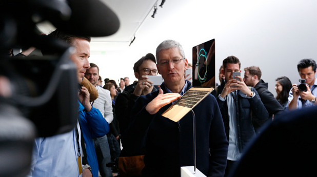 Тим Кук представя новия Macbook