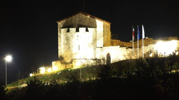 Крепостта Перистера, Пещера
