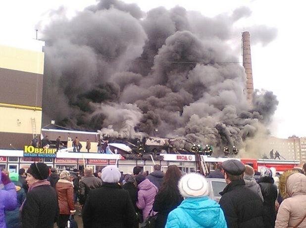 Пожар в руски мол отне човешки живот