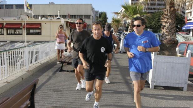 бившият френски президент никола саркози по време на джогинг