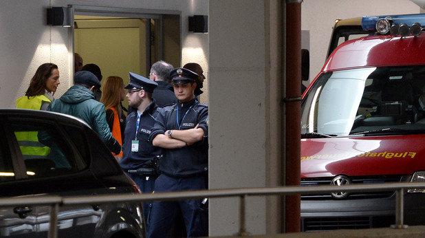 Семействата на пасажерите от разбилия се полет 4U9525 се събират на летището в Дюселдорф