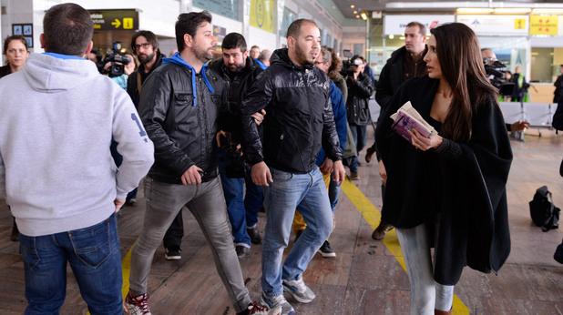 Семействата на пасажерите от разбилия се полет 4U9525 се събират на летището в Барселона