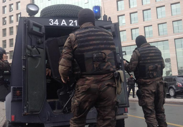 Полицията щурмува сградата на Съдебната палата в Турция