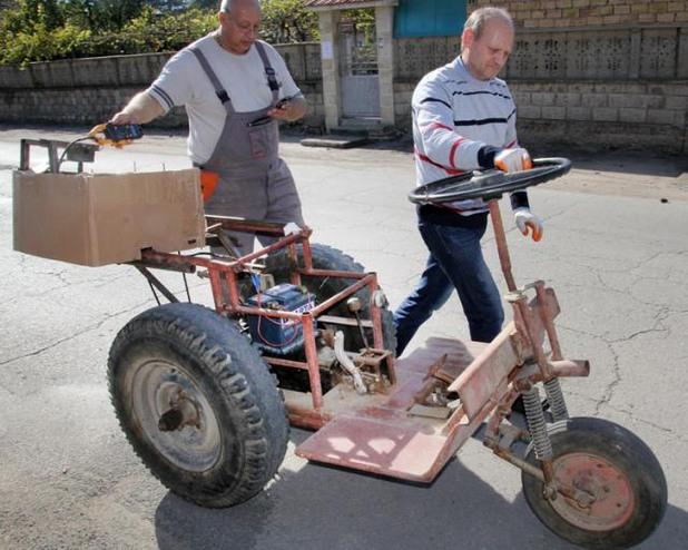 В Поликраище подкараха трактор с двигател, който харчи колкото електрическа крушка
