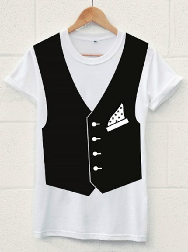 с тениска на бала