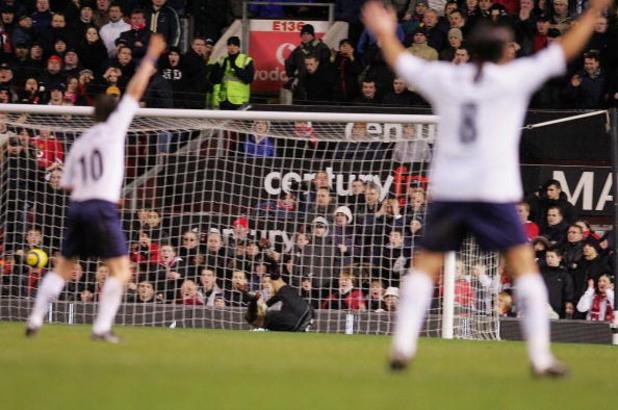 Отмененият гол на Педро Мендес срещу Манчестър Юнайтед 2005-а