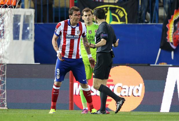 Кървавият нос на Манджукич срещу Реал