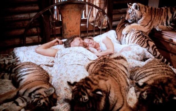 Кадър от филма Roar