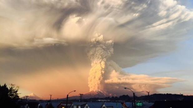 Чилийски вулкан се разлюти опасно