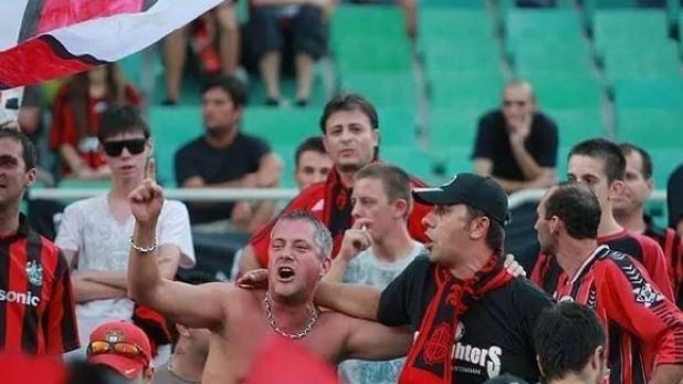 Божидар Лукарски като футболен фен
