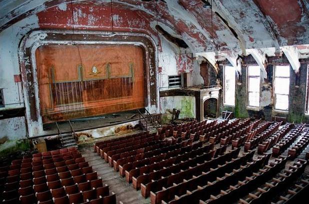 изоставен театър