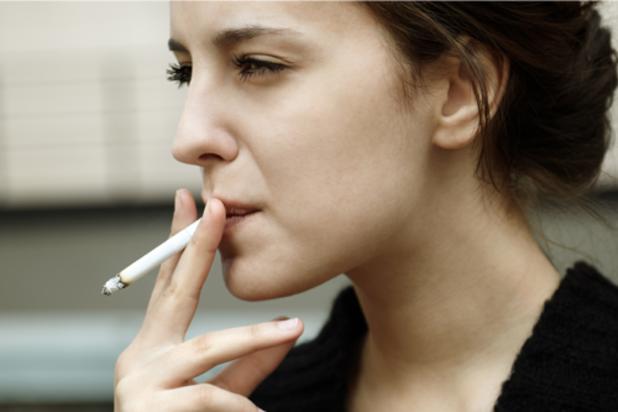 Жена с цигара