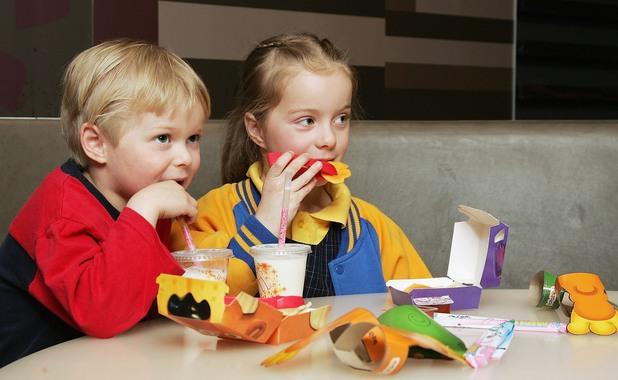 Какво могат да направят родителите, за да не затлъстяват децата им
