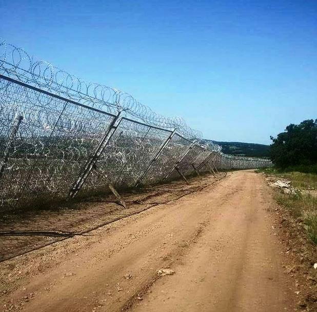 Оградата с Турция се разпада