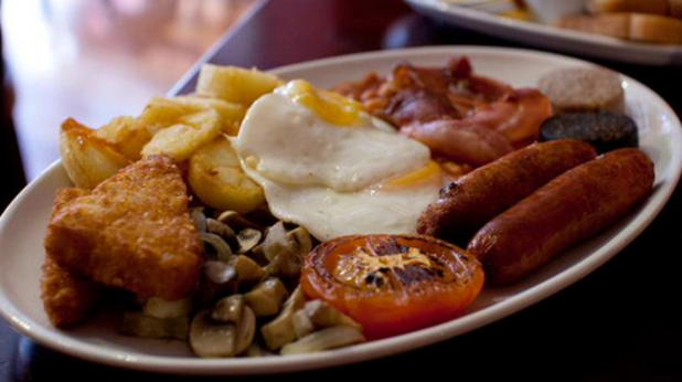 храна, закуска, ирландска закуска, яйце, яйца, домат, наденица, наденичка