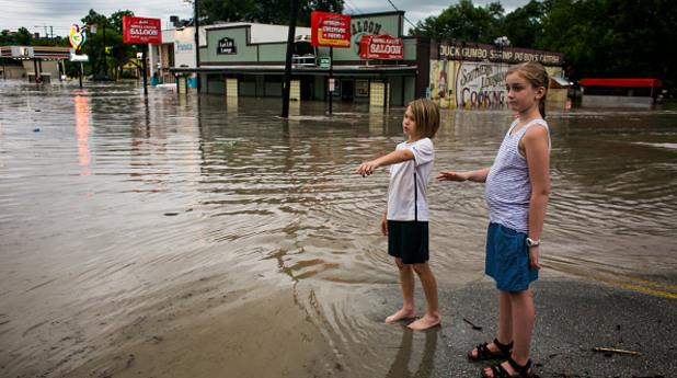 сащ, тексас, наводнение, дъжд, буря, деца