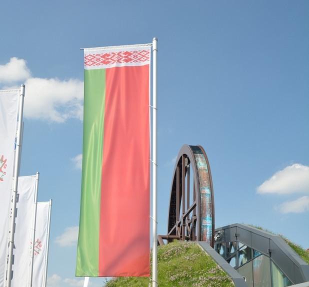 Експо 2015: Впечатляващ е павилионът на Беларус с голямо воденично колело, потънало в цветя и зеленина