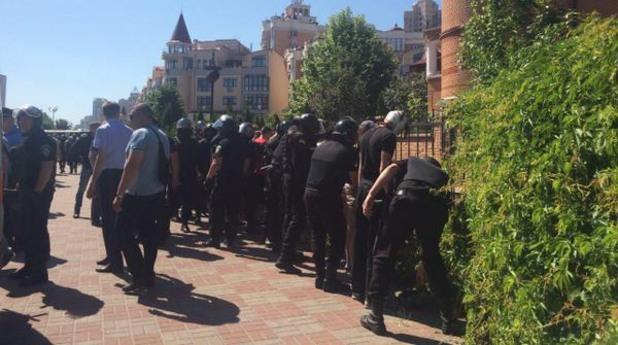 Агитки в сблъсък с полицията на гей прайд в Киев