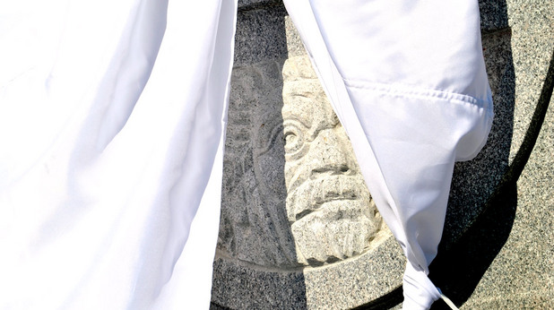 Паметникът на Цар Самуил пред Света София преди откриването му