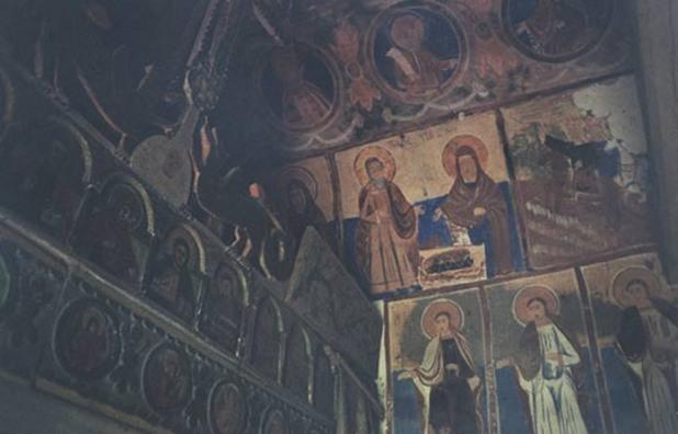 Икони в манастира край Василовци. Снимка: Джеймс Краучман