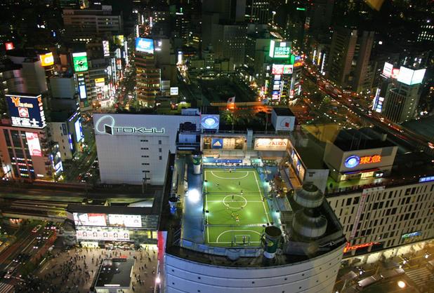 футбол на покрив в Токио