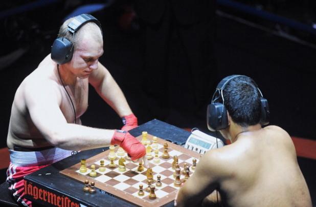 Бокс и шах в едно