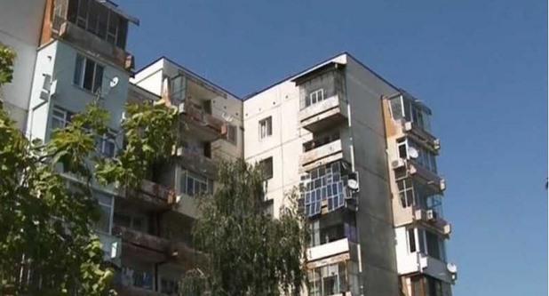 """""""соларен парк"""" на балкона на панелен апартамент"""
