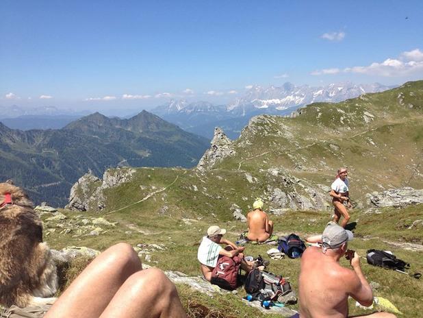 нудисти в алпите