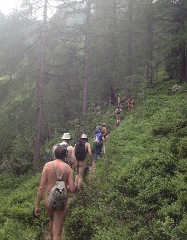 голи туристи, нудизъм в Алпите