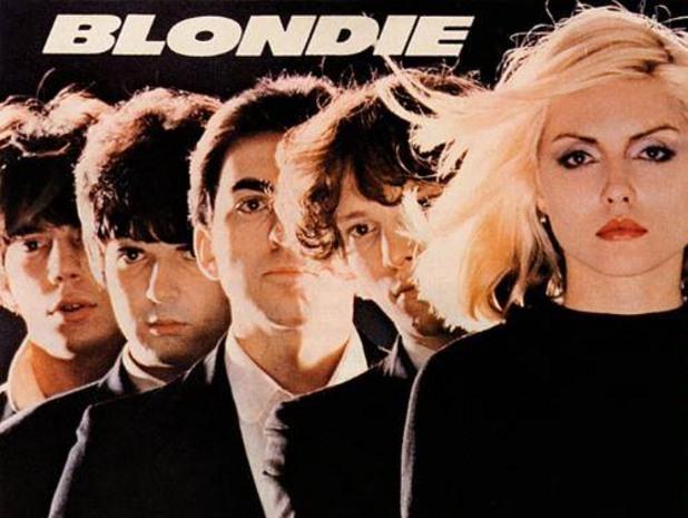Дебютният албум на Blondie излиза през 1977 г.