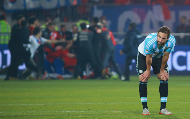 Гонсало Игуаин пропусна дузпа на финала на КОпа Америка 2015 г.