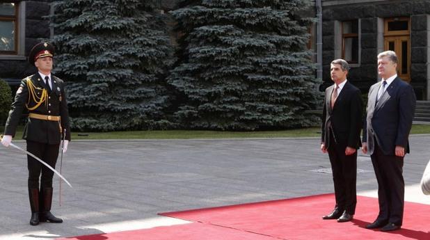 Президентът Росен Плевнелиев и президентът на Украйна Петро Порошенко. Официално посещение на българския държавен глава в Украйна